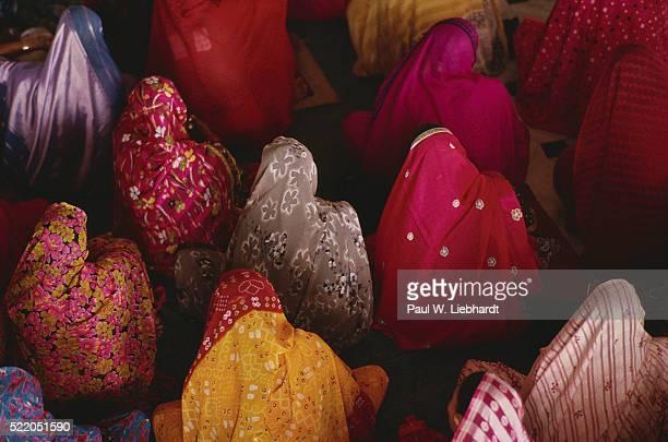 women wearing colorful headclothes - gelovige stockfoto's en -beelden