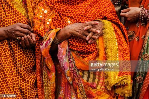 women wearing traditional indian clothing at festival, allahbad, uttar pradesh, india - prayagraj stock pictures, royalty-free photos & images