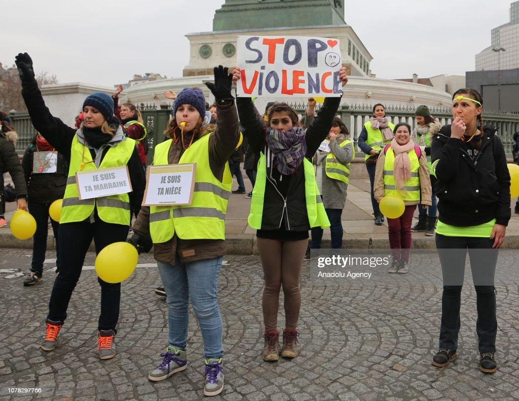 Women 'Yellow Vest' protest  : News Photo