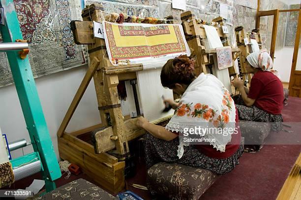 mulheres tecelagem tapetes persas - persian rug - fotografias e filmes do acervo
