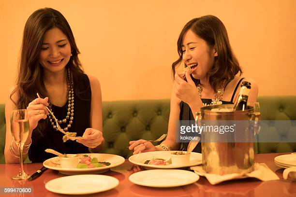 Women who are eating happily cooking a restaurant