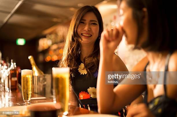 女性のビールを飲みながらのご歓談には、レストラン