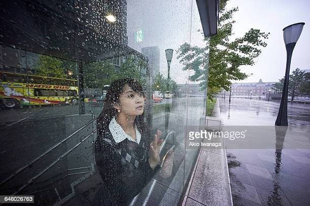 Women who stare at the Tokyo of rain
