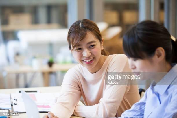 women who work in the office - bocca umana foto e immagini stock