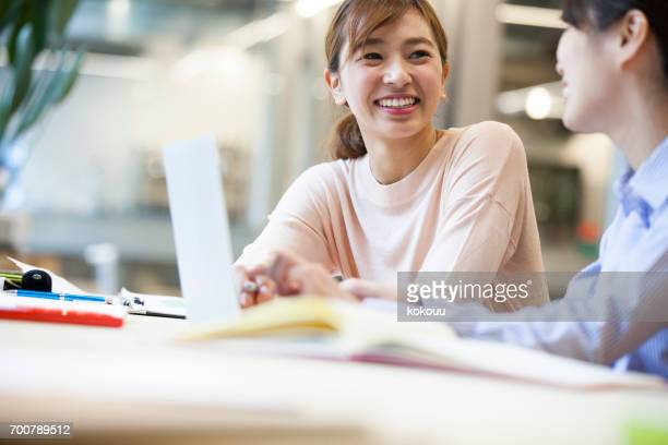 women who work in the office - east asia stock pictures, royalty-free photos & images
