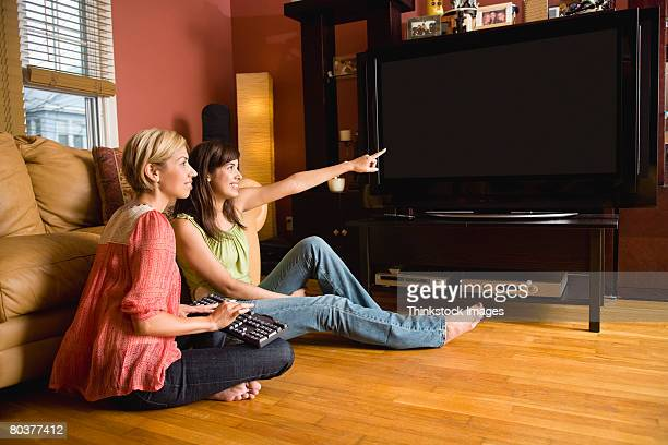women with keyboard and flat-screen television - 大型テレビ ストックフォトと画像