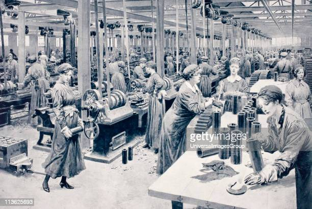 Women working in munitions factory 1915