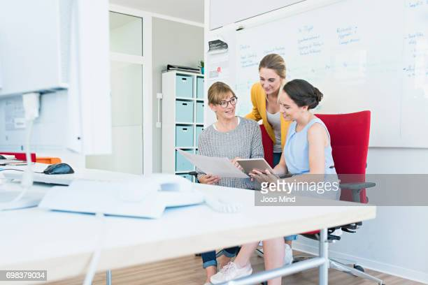 women working together - leanincollection stock pictures, royalty-free photos & images