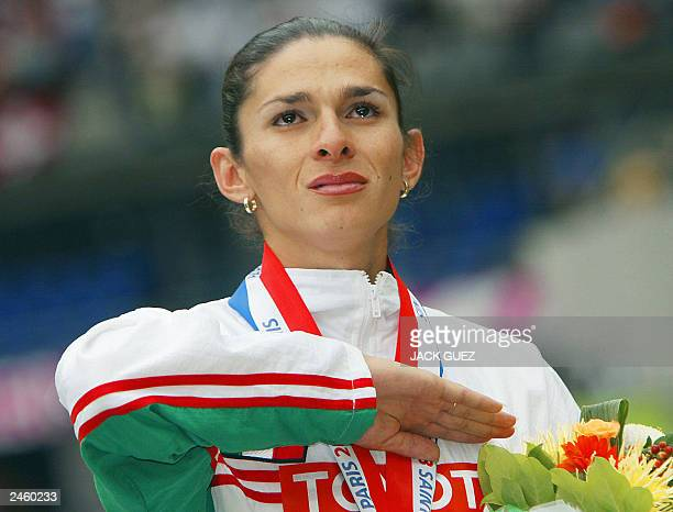 Women's 400m gold medal winner Ana Guevara of Mexico listens to her national anthem on the winner's podium 28 August 2003 during the 9th Athletics...