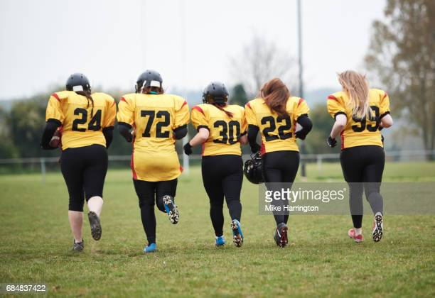 women's american football team running - safety american football player stock pictures, royalty-free photos & images