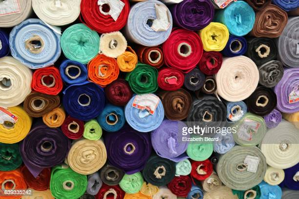 women's clothing fabric, gwangjang market, seoul - rolle stock-fotos und bilder