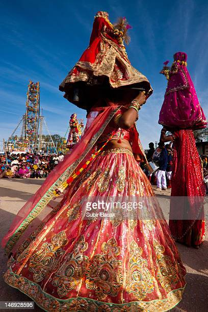 womens dancing at gangaur festival - gangaur stock pictures, royalty-free photos & images