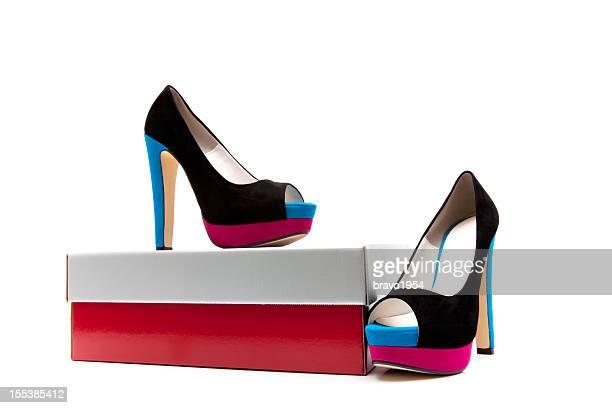 scarpe tacchi alti moda da donna - scarpa rossa foto e immagini stock