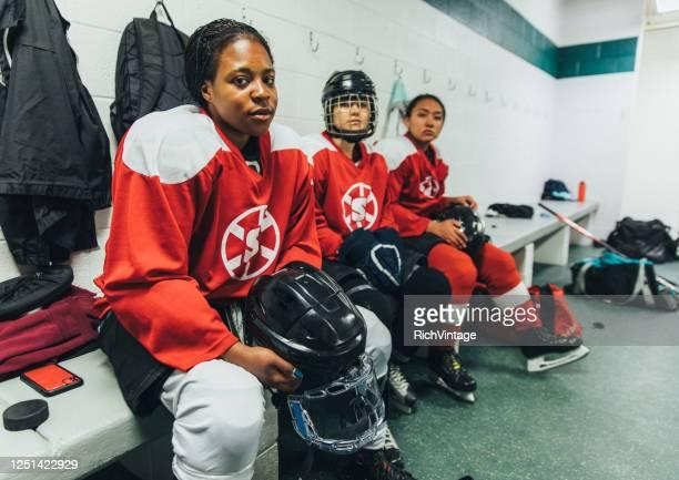 女子アイスホッケー選手の肖像 - ホッケー選手 ストックフォトと画像