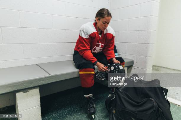 women's ice hockey player pre game - ice hockey player stock pictures, royalty-free photos & images