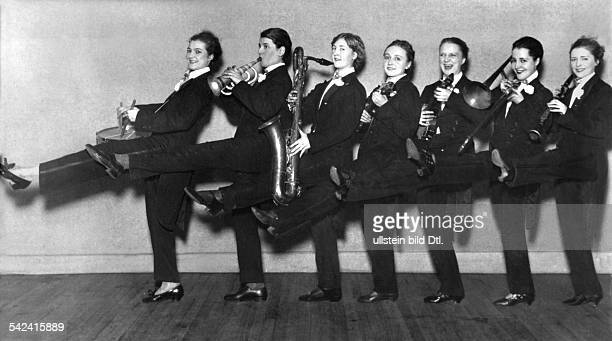 Women's jazz band Jazz band of the Ziegfeld Girls 1925 Vintage property of ullstein bild