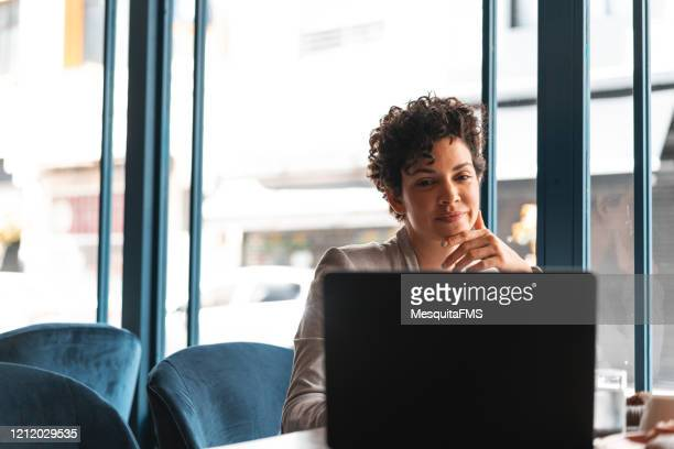 women's leadership - surfing the net stock pictures, royalty-free photos & images