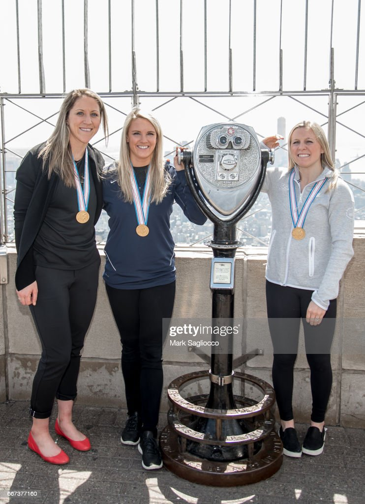 U.S. Women's National Hockey Team Visit The Empire State Building