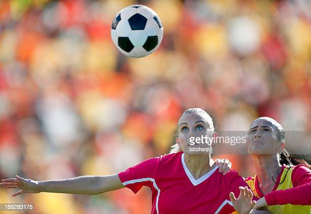 womens soccer - heading the ball stock pictures, royalty-free photos & images
