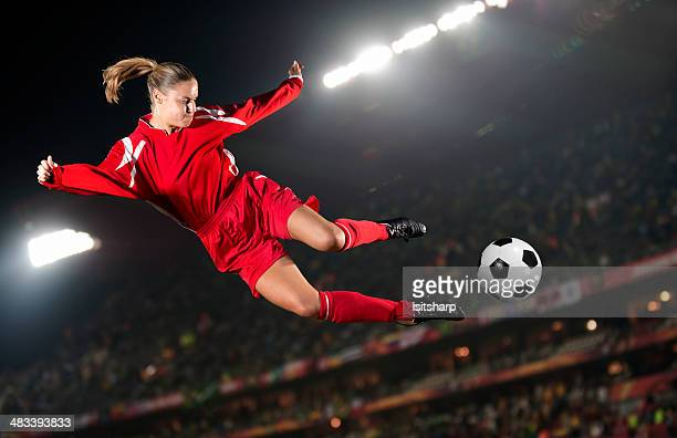 women's soccer - women's football stock pictures, royalty-free photos & images