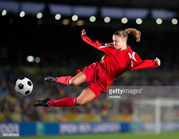 women's soccer - heading the ball stock pictures, royalty-free photos & images