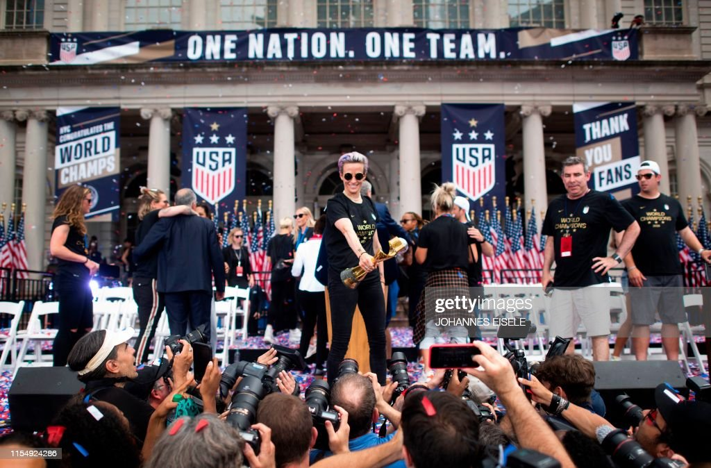 TOPSHOT-FBL-WC-2019-USA-WOMEN-PARADE : News Photo