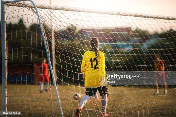 women's soccer team - goalkeeper stock pictures, royalty-free photos & images