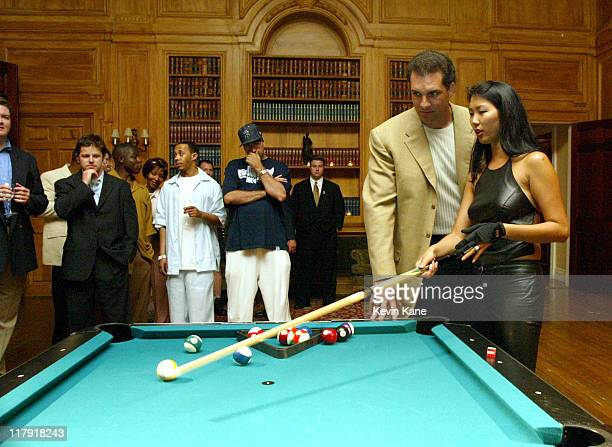 Women's world pool champion Jeanette The Black Widow Lee gives NY Jets quarterback Vinny Testaverde a quick lesson in 8 Ball