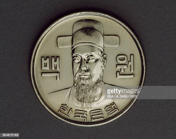 100 won coin obverse portrait of Admiral Yi SunShin South Korea 20th century