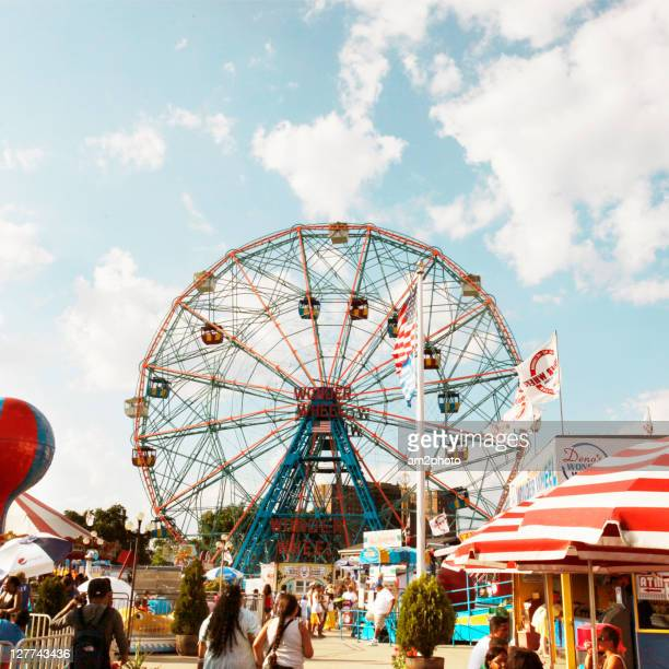 wonder wheel - carnival stock pictures, royalty-free photos & images