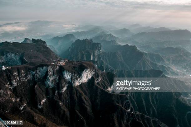 wonderful aerial view of the tianmen mountain (天门山) rand elief and zhangjiajie (张家界) in the background - tianmen stock pictures, royalty-free photos & images