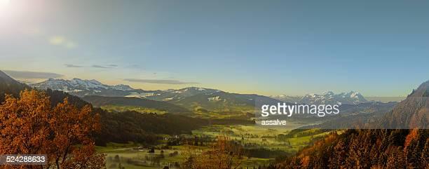 schöne herbst blick auf die alpen - vorarlberg stock-fotos und bilder