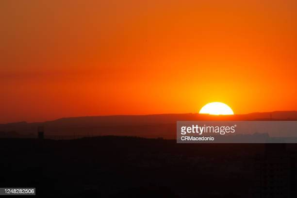 wonderful sunset. every day the sun gives us the wonders of falling asleep. - crmacedonio imagens e fotografias de stock