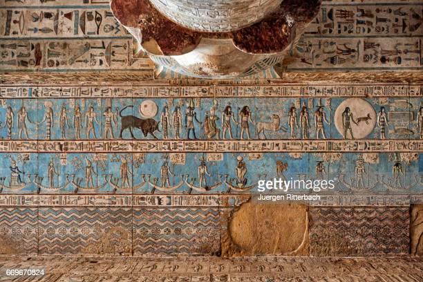 wonderful well-preserved colorful hieroglyphics on ceiling in dendera temple complex - tempelcomplex van dendera stockfoto's en -beelden