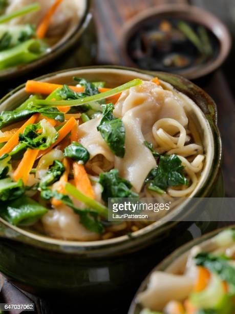 ワンタン、麺入りスープ餃子