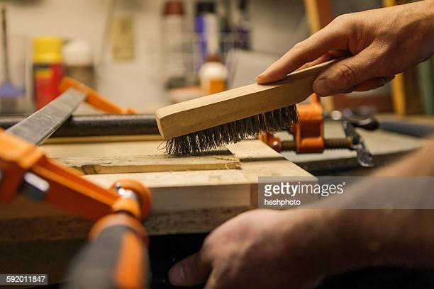 wood artist working in workshop, close-up - heshphoto stock-fotos und bilder