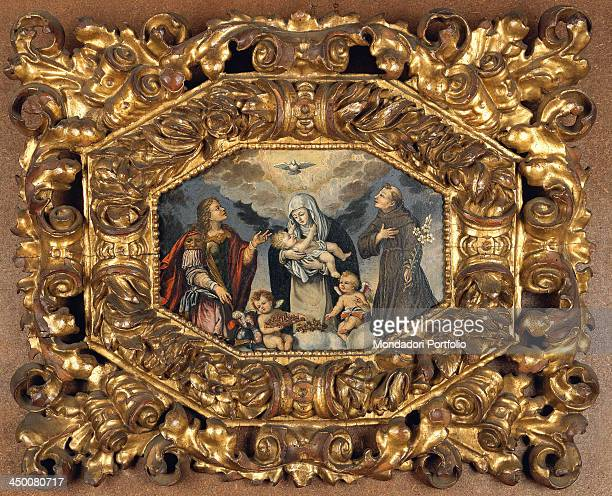 Wood frame with octagonal opening with festoons and phytomorphic decorations by Piedmont manufacture water gilding with red bole