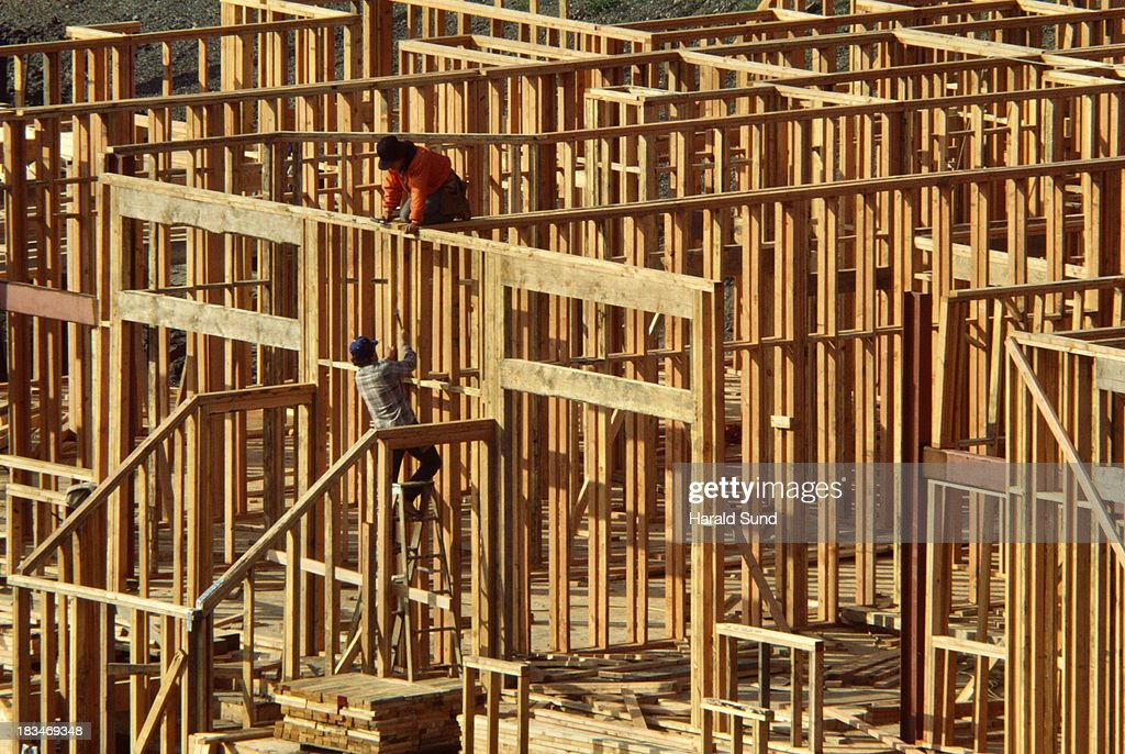 httpsmediagettyimagescomphotoswood framing - Wood Framing