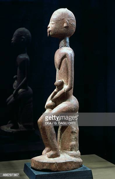 Wood sculpture depicting the Mother and Child by the Master of the Red Maternity height 59 cm Dogon tribal art Mali 14th century