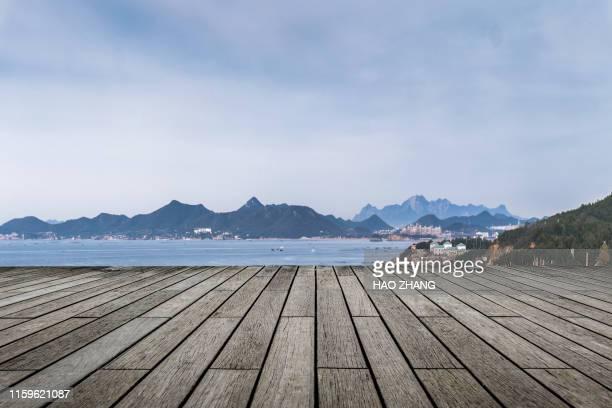 wood table top on blue beach background - prospettiva lineare foto e immagini stock