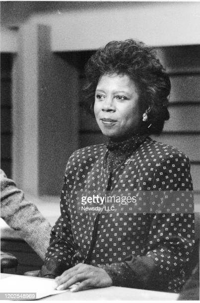 Archorwoman Melba Tolliver on the set of Cablevision's News 12 in Woodbury on February 2 1988
