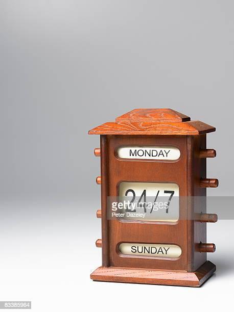 Wooden 24.7 desk calendar