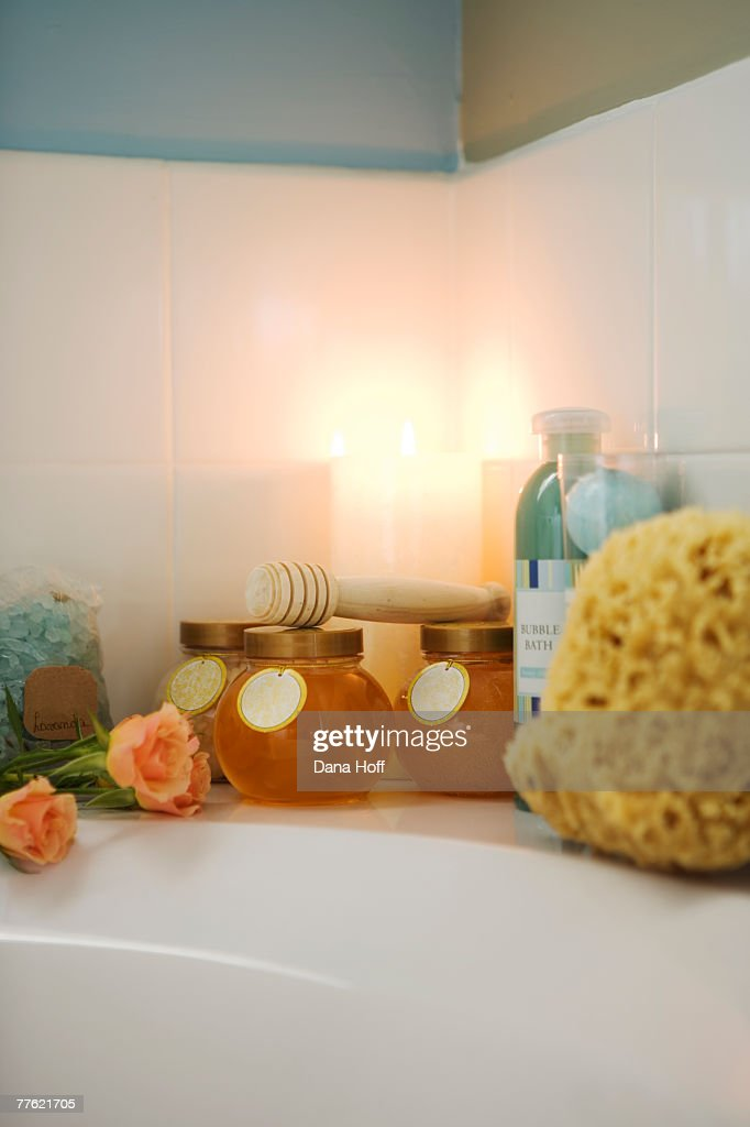 A Wooden Bath Caddy And Candles On The Edge Of A Bathtub Stock Photo ...