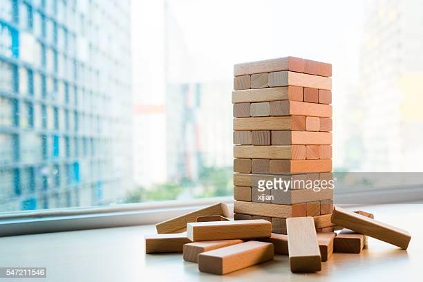 wooden block - toren bouwwerk stockfoto's en -beelden