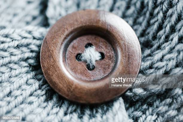 wooden button - 裁縫道具 ストックフォトと画像