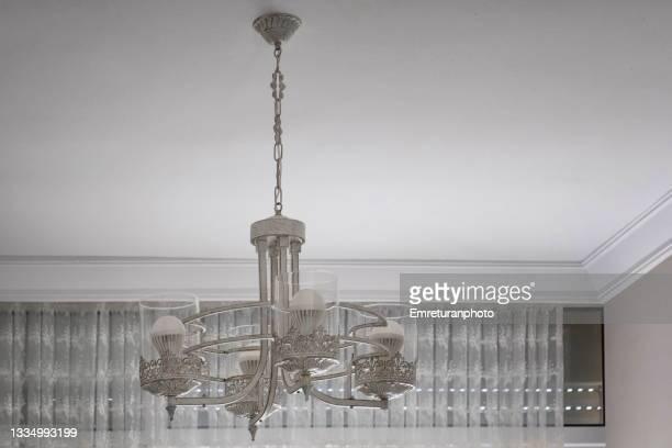wooden chandelier in a summer house - emreturanphoto stock-fotos und bilder