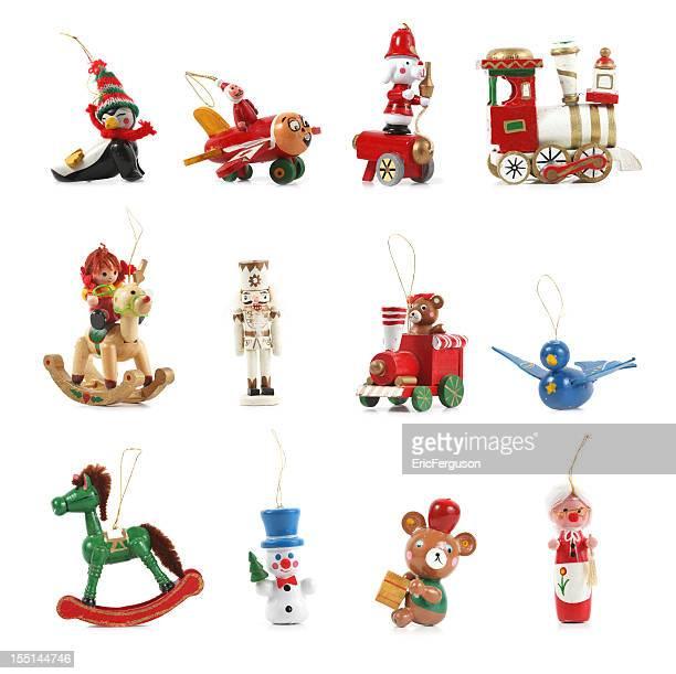 Décorations de Noël en bois blanc.