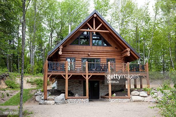 木製のコテージ、記録、ログキャビンの家