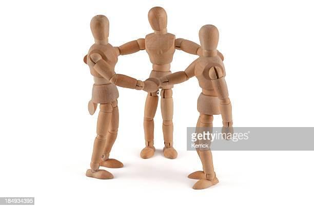 Mannequins en bois besoin de médiation