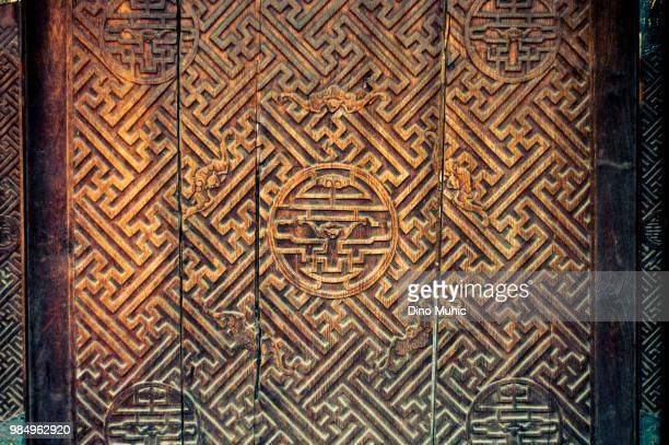 wooden door art - beijing - forbidden city - relief carving stock pictures, royalty-free photos & images
